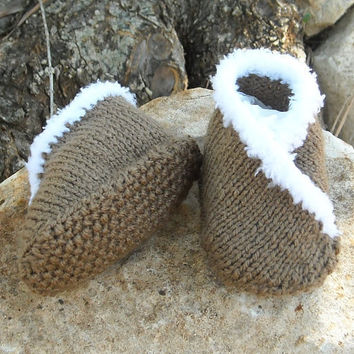 Knitting pattern for baby kimono moccasin shoes/slippers