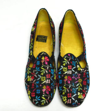 Floral Brocade Tapestry Shoes Slippers by Wellco size 9.5 N Black with Flowers