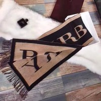Burberry sells vintage lovers' mink cashmere letter jacquard zippered scarves