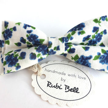 Bow Tie - floral bow tie - wedding bow tie - white bow tie with blue flower pattern - man bow tie - flowers bow tie - men bow tie