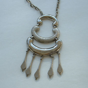 Egyptian Revival Pendant Necklace Silvertone Vintage Jewelry IN8554