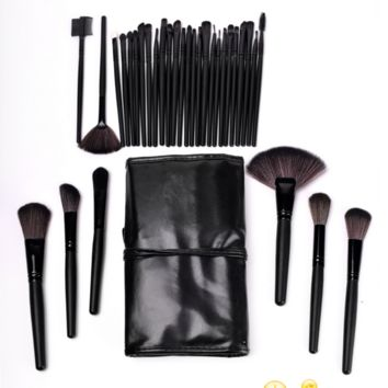 Makeup Brush Set: 32 Piece Makeup Brushes with Black Cosmetic Case