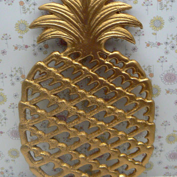 Pineapple Cast Iron Trivet Hot Plate Bright Shiny Metallic Gold House Warming Gift Symbol of Hospitality Kitchen Decor