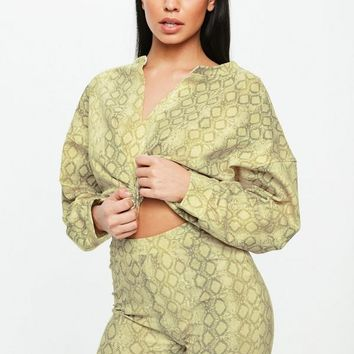 Missguided - Yellow Snake Print Oversized V Front Sweatshirt