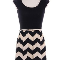belted chevron black/white T-shirt dress