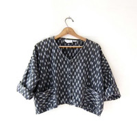 Vintage Cropped Ikat Shirt. Guatemalan Button Up Top. Ethnic Jacket. Loose Fit Shirt w Pockets.