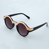 Round Sunglasses with Gold Detailing - Plain Black