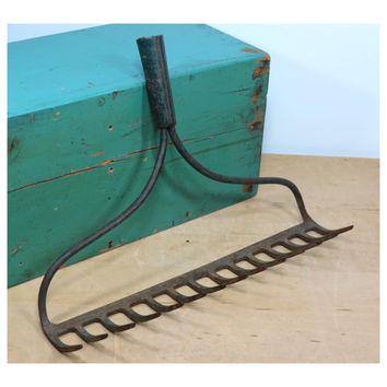 Vintage Bowhead Garden Rake Head . Rustic Wine Glass Holder . Kitchen Utensil or Gardening Tool Hooks . 14 Tines . Bits of Dark Green Paint