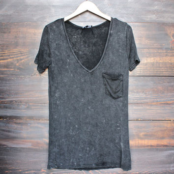 tease me oversize soft vintange acid wash vneck tshirt in black