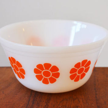 Federal Glass Daisy Bowl with Orange flowers, hard to find, mid century mixing bowl