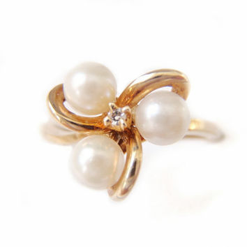 Estate 1940s Pearl Ring, Three Cultured Pearls 10k Yellow Gold  Designer Ladies Girls Jewelry