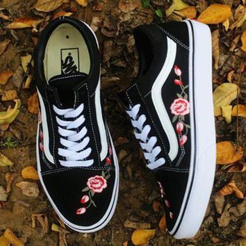 VONEO5 Day-First Trendsetter Vans Rose Embroidery Canvas Old Skool Flats Sneakers Sport Shoes
