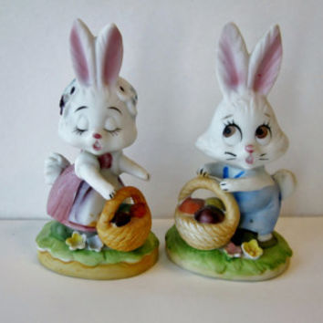 Vintage 70s Easter Bunny Rabbit Figurines, Bunny Rabbit Couple, Hand Painted Boy Girl Easter Decor Collectibles Bunnies with Easter Baskets