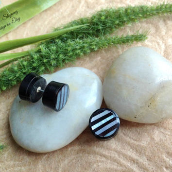 "Fake Gauge Earrings, ""Ribbons"" Mother of Pearl, Horn, Natural, Handcrafted, DewiDesign"