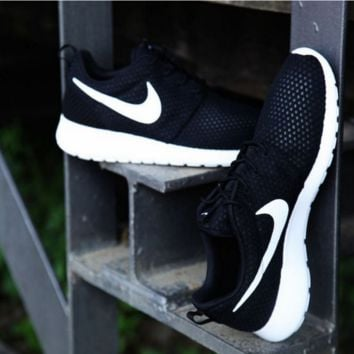 NIKE Roshe Run cellular breathable running shoes Black white hook H Z