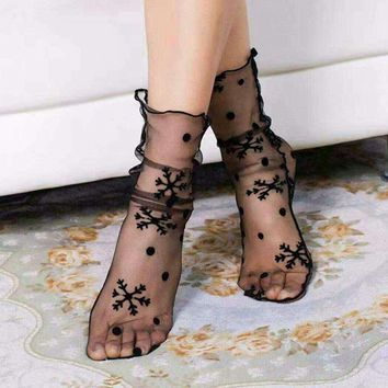 1Pair Fashion Sexy Breathable Silk Heap Heap Soft Elasticity Black Fishnet Lace Flower Mesh Ankle Socks Summer