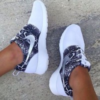 """NIKE"" Roshe Trending Fashion casual sports shoes Scale Print Shoes"