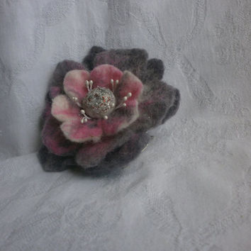 Wool felt jewelry,art,gray felt flower brooch,wool flower brooch,felted brooch, wet felt flower hair clip,pink white felt brooch flower pins