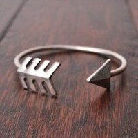 Bow and Arrow Bracelet in Silver | Peacock Plume