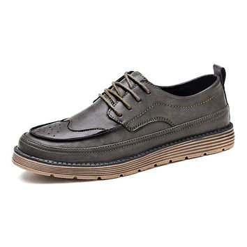 Men Luxury  Leather Shoes Fashion Trend Leisure Shoes Punch Toe Cap Brogue Lace up Vintage Style Casual Shoes