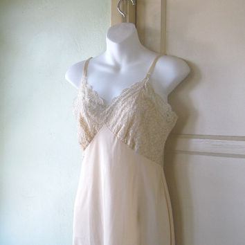 Gorgeously Sexy Vintage Beige/Champagne Full Slip; Medium-Large - Hot Retro Mama Latte Slip - Cat on a Hot Tin Roof Slip - Cream Full Slip