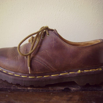 90s DR. MARTEN oxford boots vintage GRUNGE brown leather combat boots ladies size 8 mens 6 1/2 ankle boot made in england 1990s doc martens