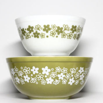 Vintage 70s Spring Blossom Crazy Daisy Green Pyrex Mixing Bowls #402, 403 | 1.5 Quart & 2.5 Qt 1970s Nesting Green Ovenware Bakeware