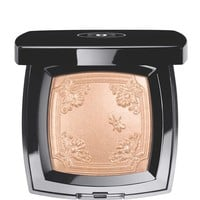 CHANEL - MOUCHE DE BEAUTÉ ILLUMINATING POWDER
