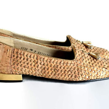 60s low heels by Magdesians. Woven leather loafers. Cork gold metallic. Vintage slip-on shoes with tassels. Size 9. Natural color