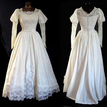 Vintage 50s Wedding Gown w Train Lace Cinderella Style Bust 34