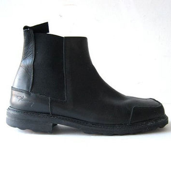 vintage John Fluevog black leather ankle boots. men's 10