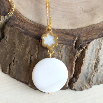 Mother of Pearl Necklace,Floral Necklace,White Necklace,Gold Necklace,Pearl Pendant Necklace,Beadwork Necklace,Pearl Jewelry,Boho Necklace