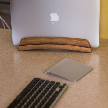 The Stave Stand - A vertical laptop stand for Retina Macbook Pro