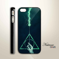 iPhone 5 Hard Case  Harry Potter Deathly Hollow  by NeutroneCraft