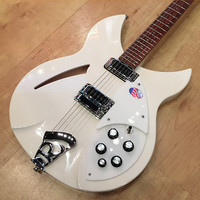 Rickenbacker 330 Limited Edition 2016 Snow Glo (White)