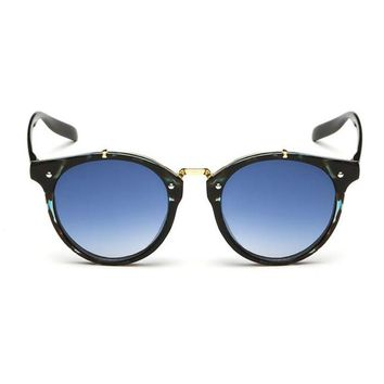 Women fashion rounded vintage sunglasses