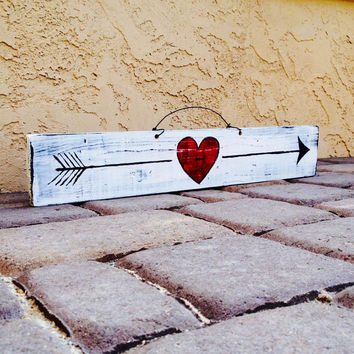 Cupid Arrow Valentine's Day Reclaimed Wood Sign / Funky Sign / Wall Art / Love Sign