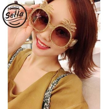 Sella 2018 New Fashion Women Men Unique Pineapple Shape Sunglasses Brand Designer Trending Pearl Effective Shinning Sun Glasses