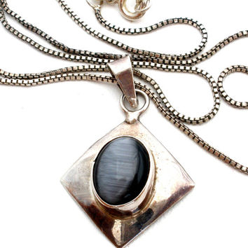 Cat's Eye Necklace, Sterling Silver, Gray Stone, Vintage Jewelry, Pendants Necklaces, Fashion Jewellery, 16 Inches Long, Retro