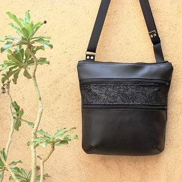 black vegan leather crossbody bag - crossover bag - zipper closure - zipper pockets - zipper purse - everyday bag - black cross body purse