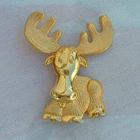 JJ Goldtone Moose with Personality Pin Brooch Animal Jewery