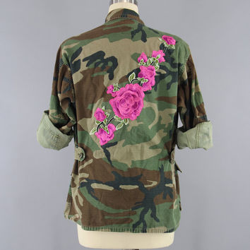 Embroidered Army Camouflage Jacket / Military Style Coat / Olive Drab Army Green Camo / Pink Floral Embroidery / Size Medium Large