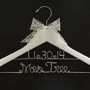 Bride Hanger / Wedding Hanger / PEARL Covered Hanger / Bling Bridal Hanger / Glamorous Hanger / Personalized Hanger / Vintage Wedding Hanger