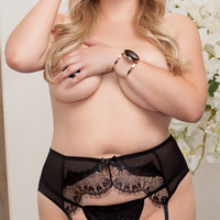 Plus Size Lacy Luxury Garter Belt