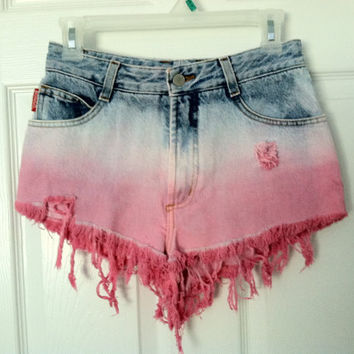 Highwaisted dyed distressed shorts