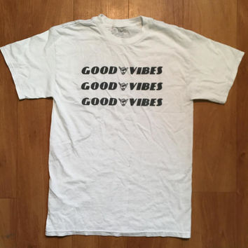 Good Vibes T-Shirt J Galt Small Soft Accent Stitching T-Shirt Shirt Tee