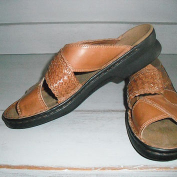 vintage Woven Leather Caramel Tan Clark's Slip ons  .... Sandals Women's 8
