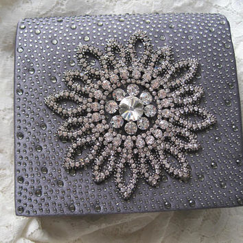 Darling Grey Beaded Clutch with Beautiful Rhinestone Appliqué with Removable Chain Shoulder Strap Wedding Prom Accessories Clutches Purses