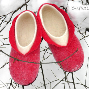 Red felted slippers. Wool slippers, felted wool, bedroom slippers with leather soles, women in house shoes. Size US 9- 9.5