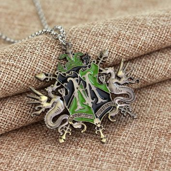 Cool Halloween Dragon Classic Design Ornament Hogwarts Badges Pendent Alloy Necklace High Quality Gift For Fans Movie Jewelry